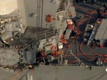 Siete desaparecidos y varios heridos al chocar un destructor de EEUU con un carguero filipino