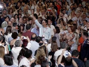 """Los delegados del PSOE ovacionan a Sánchez al grito de """"presidente"""""""