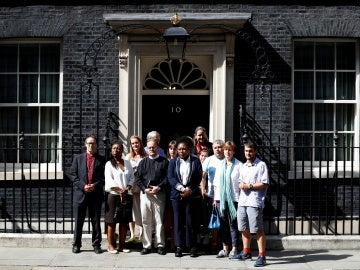 Las víctimas del incendio en Londres se reúnen con Theresa May