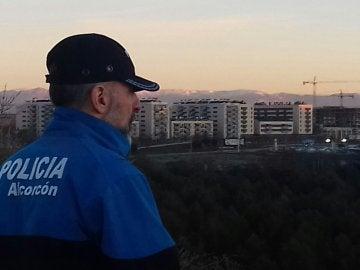 La Policía de Alcorcón rescatan a niño de 2 años de un coche robado en Madrid