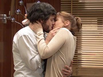 Nuria pierde el control de sus emociones y se abalanza sobre Jaime