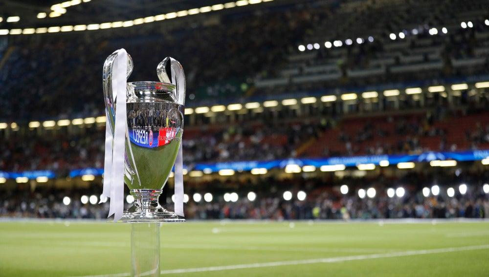 El trofeo de la Champions League, en Cardiff