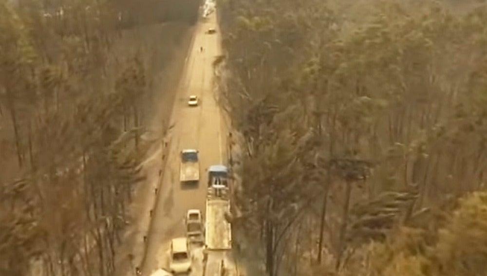Un dron capta las imágenes donde quedaron atrapados varios coches en el incendio de Portugal