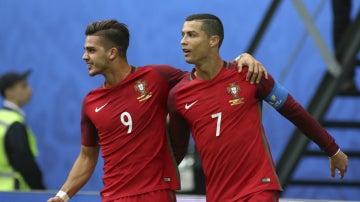André Silva celebra un gol con Cristiano
