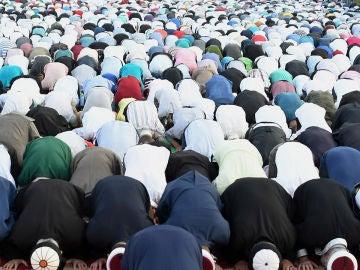 Una multitud de musulmanes