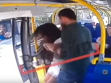 Agresión a una joven en un autobús de Estambul