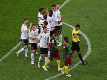 Alemania celebra un gol de Werner ante Camerún