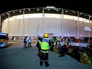 Policías, militares y el personal de rescate participan en un simulacro durante los preparativos de la Eurocopa 2016