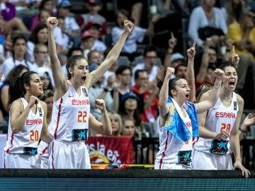 Las jugadoras españolas celebran una canasta ante Francia en la final del Eurobasket