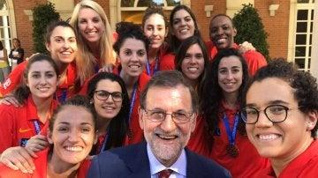 """Rajoy recibe a las campeonas del Eurobasket: """"Gracias por hacer feliz a mucha gente"""""""