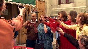 El amor entre Pelayo y Fuen reúne a todos los vecinos en 'Amar es para siempre'