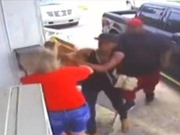 Brutal paliza  auna mujer y su hija