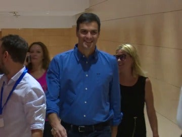 Sánchez llega al Congreso para su reunión con Iglesias