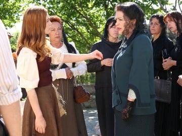 Julieta se enfrenta sin temor a Francisca Montenegro
