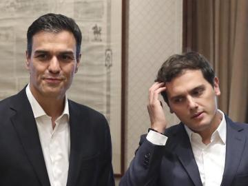 Albert Rivera y Pedro Sánchez, momentos antes de su reunión
