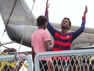 Un barco de la Armada italiana traslada a 700 migrantes localizados en aguas del Mediterráneo
