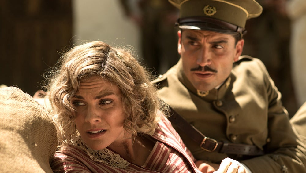 Julia y Fidel se protegen de las bombas