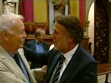 El presidente del Grupo Planeta junto al escritor Eduardo Mendoza