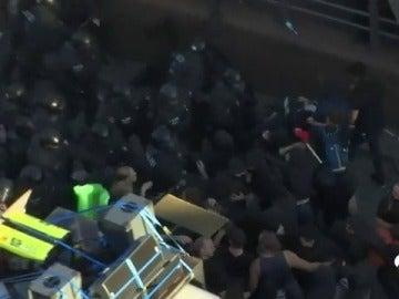 Los manifestantes violentos contra la cumbre del G20 se enfrentan a la policía alemana