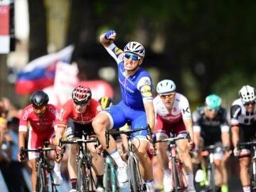 Kittel celebra la victoria de etapa