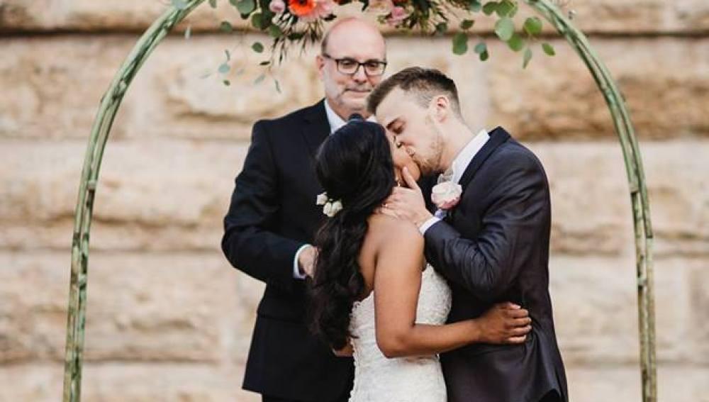Un hombre se declara con tres años, ahora 20 años después se casan