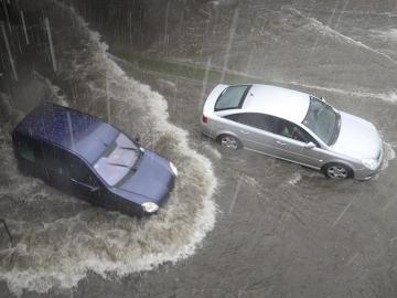 Madrid, anegado bajo un aguacero: Desvíos de vuelos, inundaciones y grandes retenciones