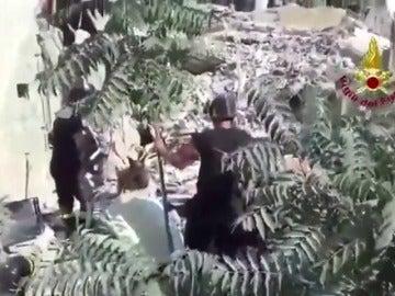 Atrapadas al menos dos familias al derrumbarse un edificio cerca de Nápoles