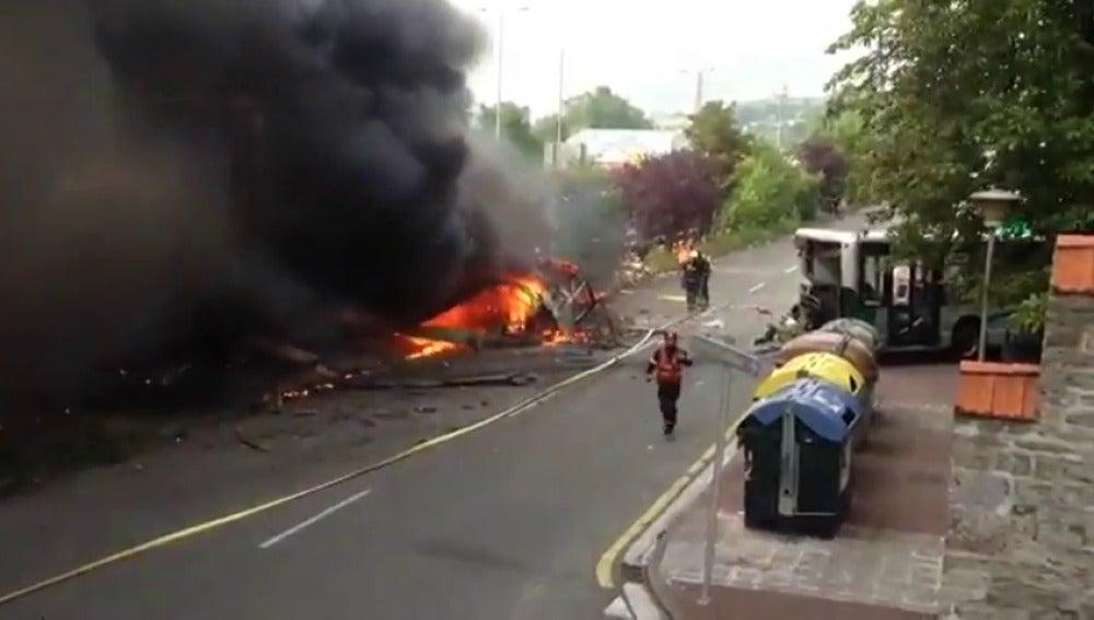 17 personas heridas, solo una grave, tras colisionar un camión con un autobús en Gipuzkoa