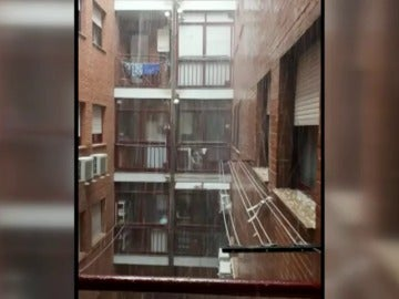 Una intensa tormenta de granizo inunda las calles de Toledo