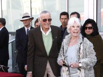 Stan Lee junto a su mujer Joan
