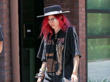 Bella Thorne pasea por las calles de Los Ángeles