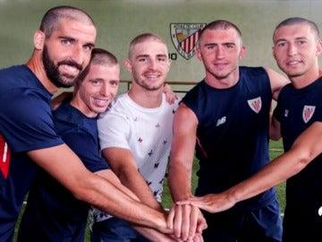 Los jugadores del Athletic se rapan la cabeza en solidaridad con Yeray Álvarez