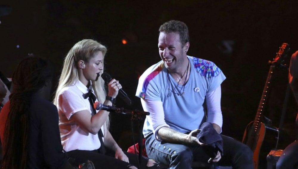 Shakira y Chris Martin durante su actuación en el Global Citizen 2017