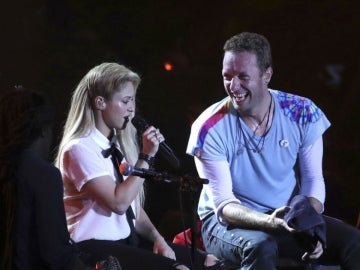 Shakira y Chris Martin durante su actuación en el Global Citizen 2017