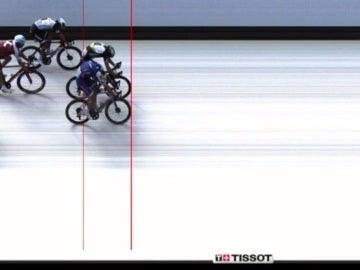 Marcel Kittel gana con foto finish