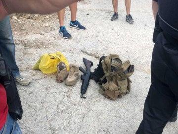 Armas icautadas al hombre detenido por tirotear junto al tanatorio de Gavà (Barcelona)