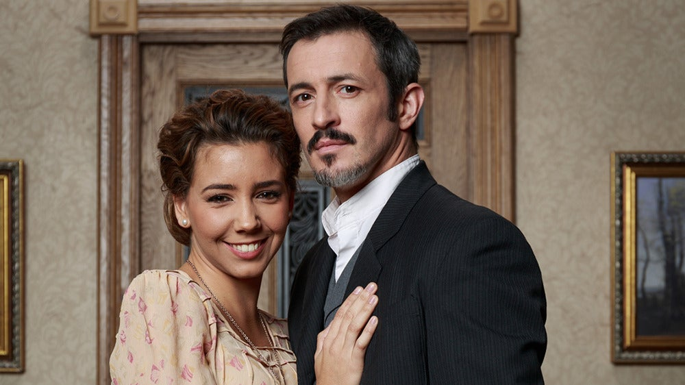 Emilia y Alfonso en 'El secreto de Puente Viejo'