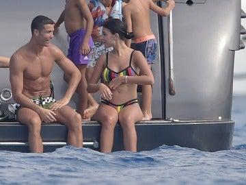 Cristiano Ronaldo y Georgina Rodríguez comparten confidencias al alta mar
