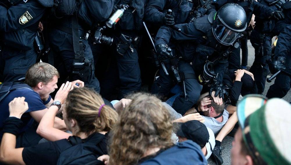 Nuevos disturbios y detenciones en Hamburgo tras cerrarse la cumbre del G20