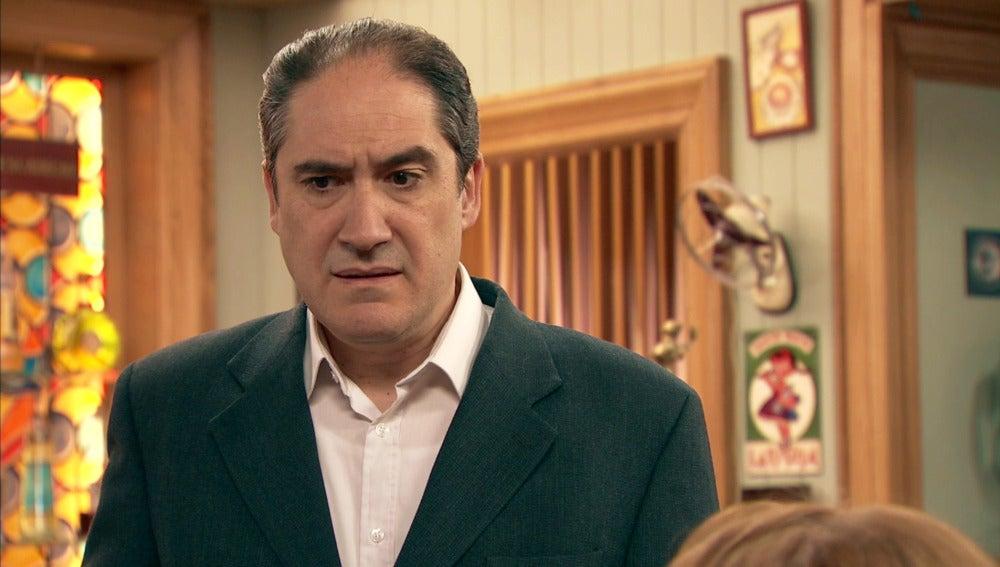 Caldas descubre la prueba de la infidelidad de Marta con Rafael
