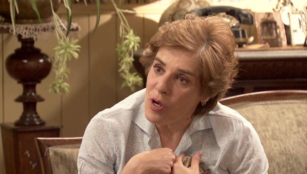 Benigna escucha por primera vez la novela de Pelayo