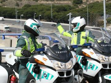 Dos guardias civiles de Tráfico