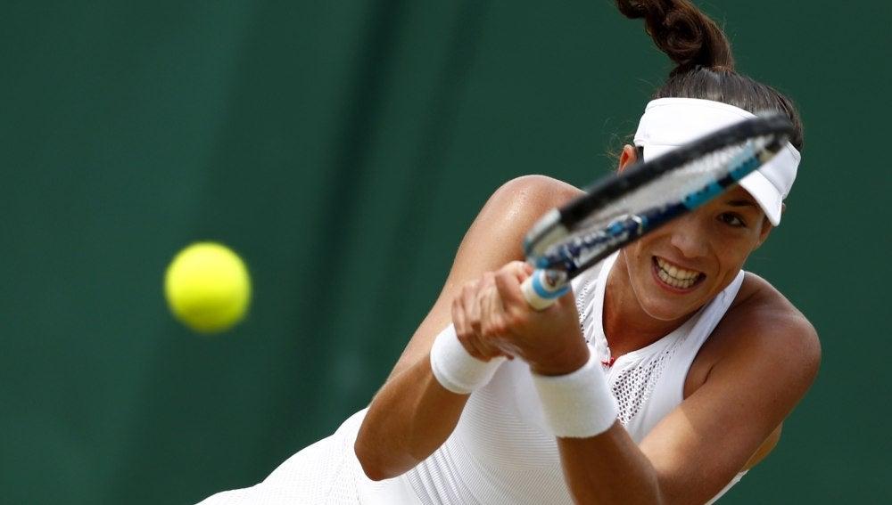Muguruza resta una pelota ante Angelique Kerber
