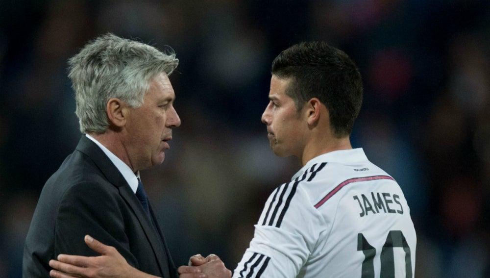 Ancelotti saluda a James