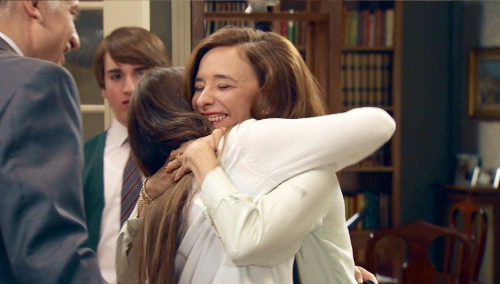 El retorno de Alba sorprende a su familia