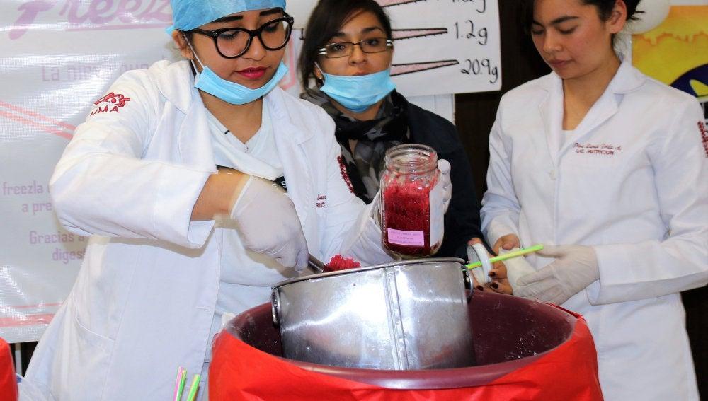 Estudiantes mexicanos elaboran un helado de jamaica que previene el envejecimiento