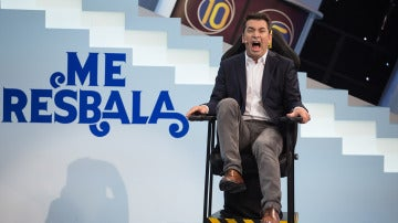 Arturo Valls prueba la silla eléctrica de 'Me Resbala'