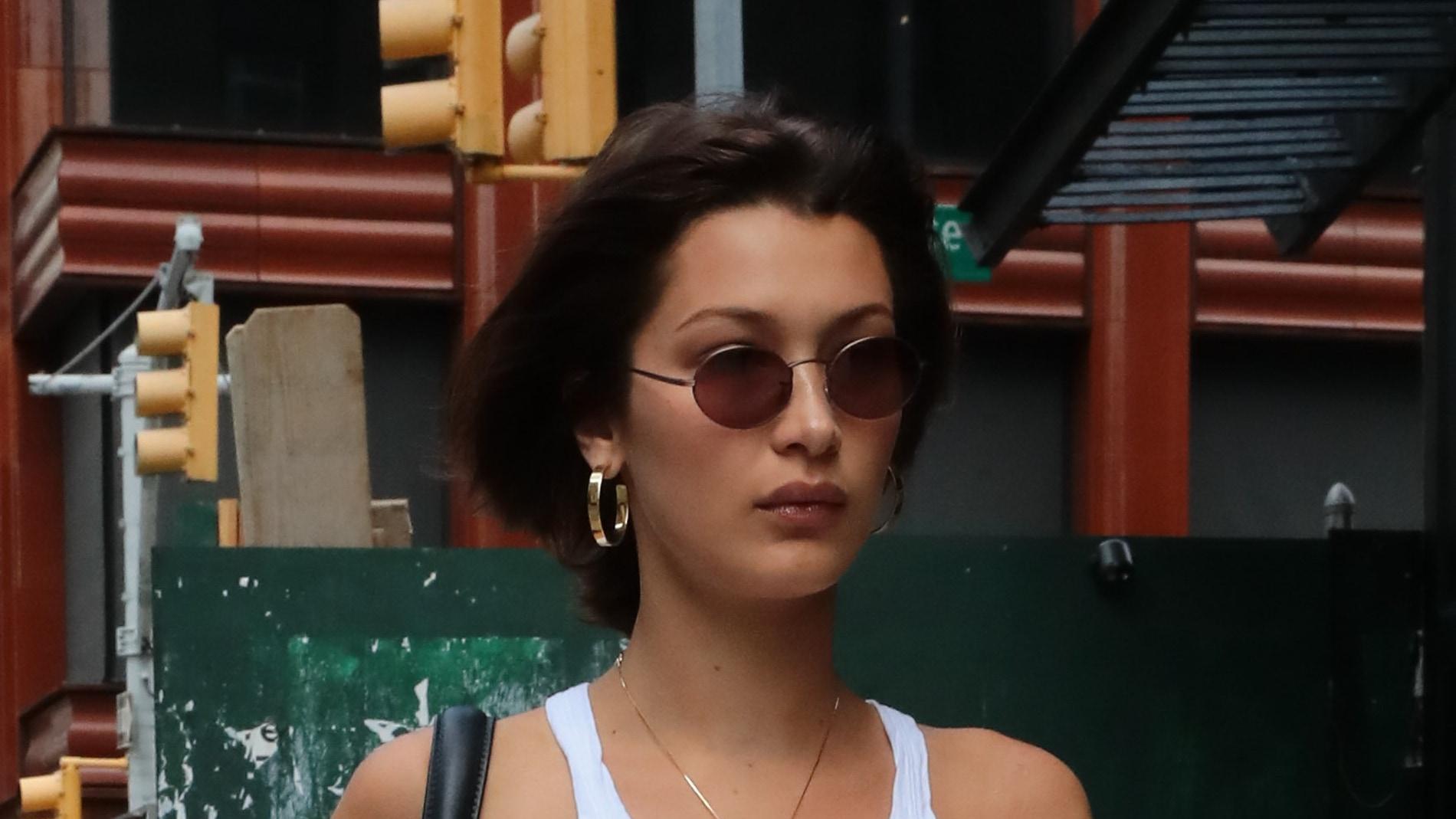 El corte de pelo y la camiseta XS de Bella Hadid
