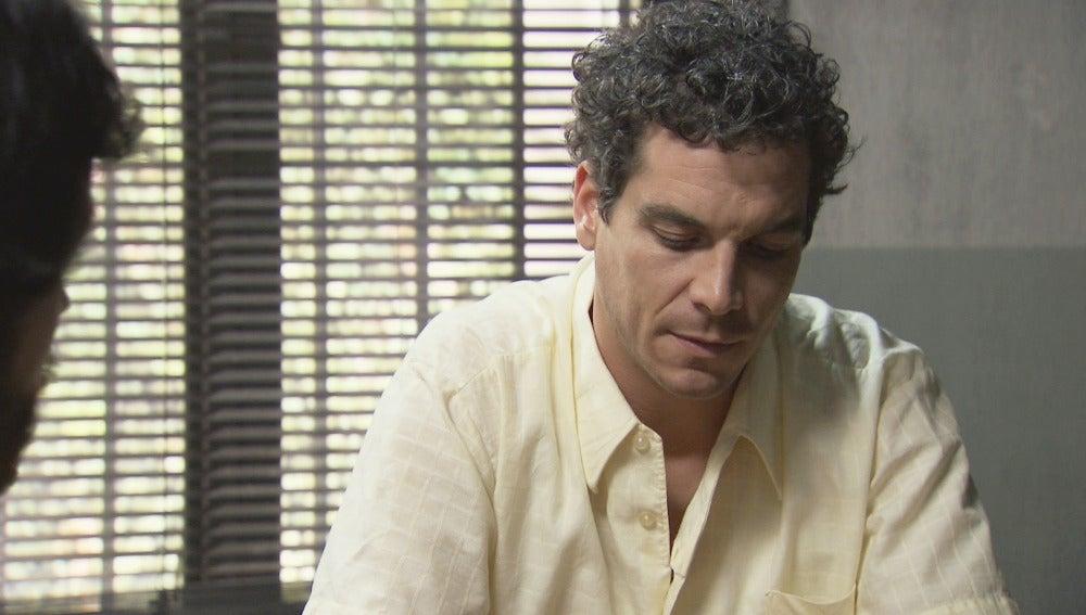 Rafael teme que Alba descubra su secreto en el juicio