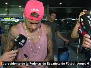 Neymar no se pronuncia sobre el PSG y guarda silencio a su llegada a Barcelona